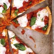 Pizza Margherita (on a gluten-free crust)