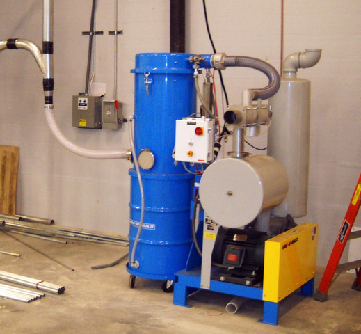 VAC-U-MAX's 1040 Combustible Dust Central Vacuum system meets NFPA 654 standards for indoor use and accommodates 1-3 operators simultaneously.