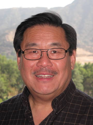 Burbank cosmetic dentist, Dr. Melvin Kum, aims to educate his community with informative oral health website.