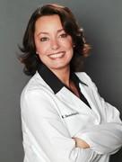 Dr. Kelly Sennholz