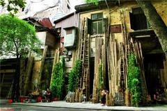 Hang Tre Street in Hanoi Old Quarter