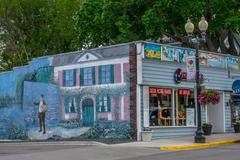 Water Street shopping. Photo by Al Whitaker.