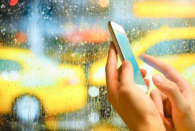 Website and mobile phone app use is still surprisingly low argues Shop Insurance Canada, insurers should make their online and mobile presence more appealing to customers.