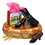 Treat mom to a Shopping in Paris Limoges box that she will truly admire.  Buy it at LimogesCollector.com