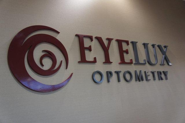 EyeLux Optometry in San Diego offers rush service so that it is possible for eyeglasses to be ready in less than 1 hour.