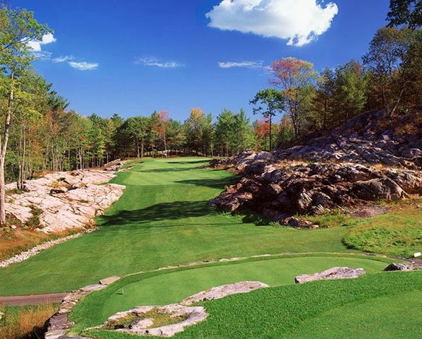Lakeside landmark Taboo Muskoka golf course is located only 90 minutes north of Toronto.