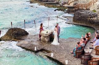 Jaime Glez Photography  Receives Bronze WeddingWire Rated™ Badge