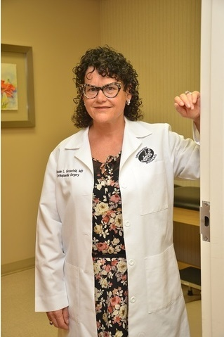 Louisville sports medicine doctor and orthopedic surgeon specializes in Independent Medical Examinations (IMEs), with an expertise in workers comp and nearly 15 years experience.
