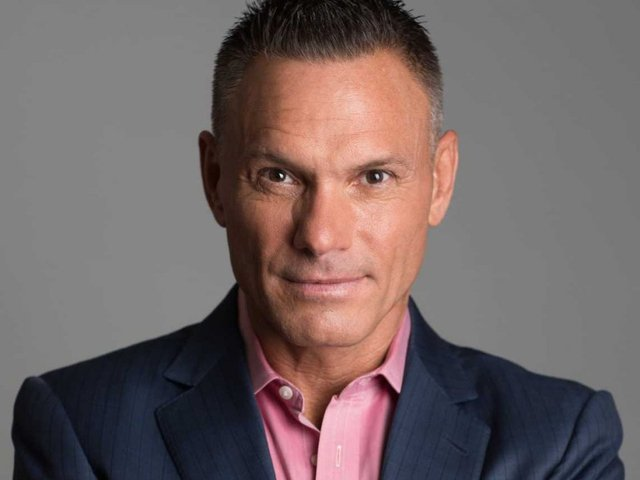 Kevin Harrington to promote Buzz Pops in videos