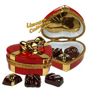 The collection of hearts and Valentines Limoges boxes at LimogesCollector.com are too sweet to resist.