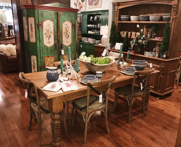 European Splendor offers a large selection of beautiful hand-crafted Polish pottery including platters, casserole dishes, dinner plates, bowls and mugs.